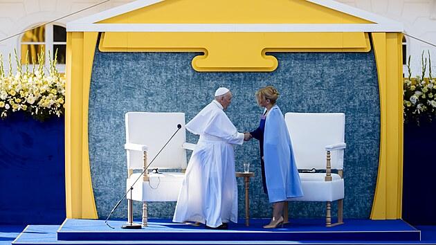 Slovenská prezidentka Zuzana Čaputová přivítala papeže Františka. (13. září...