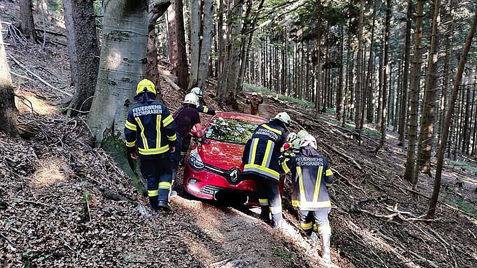 Slepá důvěra v navigaci zavedla českého seniora do hlubin rakouského hvozdu