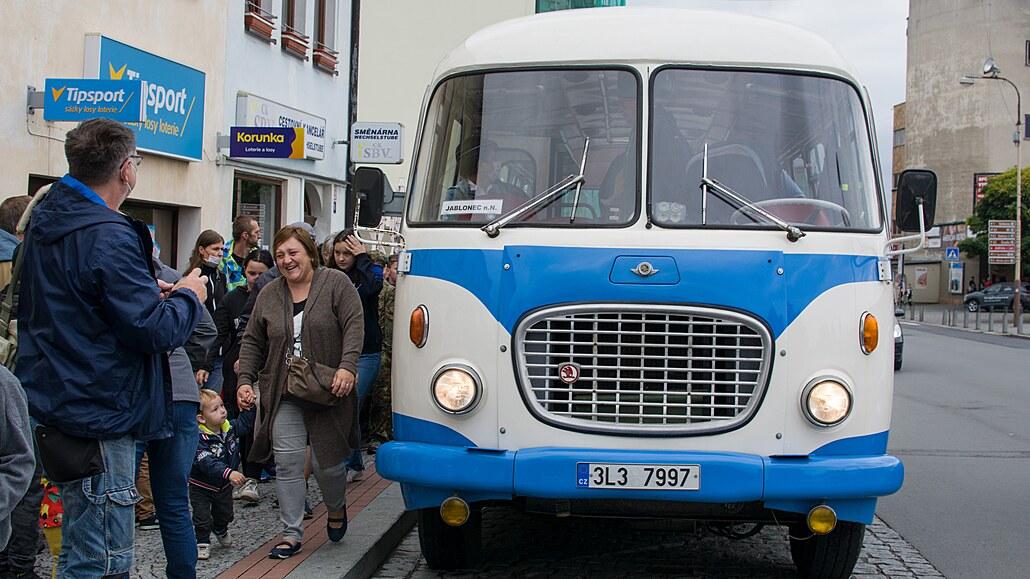 Do České Lípy se vrátily historické autobusy. Návštěvníci se mohli i svézt