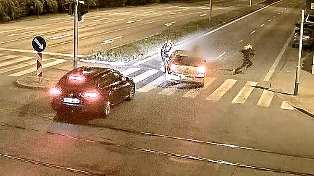 Nehoda na přechodu: auto odmrštilo dívku několik metrů