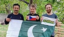 V Pákistánu se dál snaží vyprostit české horolezce. Jsou příliš vysoko, než aby je mohl vyzvednout vrtulník
