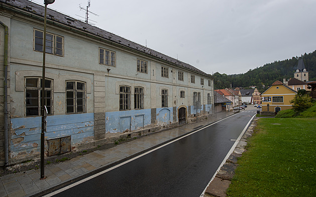 Někdejší panský pivovar v Rožmberku nad Vltavou (na snímku z 16. září) čeká rozsáhlá rekonstrukce.