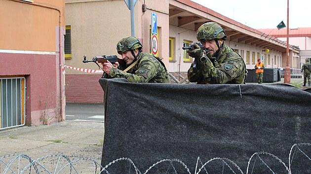 Hlavním úkolem vojenského cvičení aktivních záloh Hradba 2021 bylo hlídání...