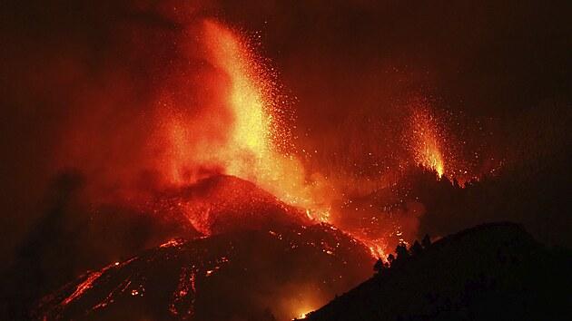 Na španělském ostrově La Palma na Kanárských ostrovech vybuchla sopka. (20....