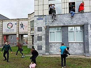 Na státní univerzitě v ruském Permu došlo ke střelbě. Na místě jsou zranění i...