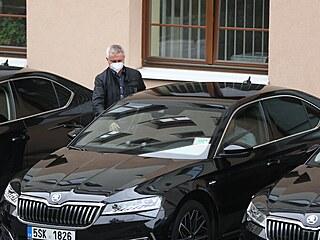 Vratislav Mynář přijel do nemocnice za Milošem Zemanem. (20. září 2021)