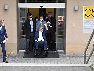Prezident Miloš Zeman opouští Ústřední vojenskou nemocnici. (22. září 2021)