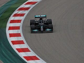 Lewis Hamilton z Mercedesu jede Velkou cenu Ruska.