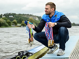 Nejúspěšnější český veslař historie Ondřej Synek se svými medailemi z velkých...