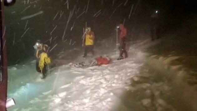 Při výstupu na Elbrus zemřelo pět horolezců, další vyvázli se zlomeninami