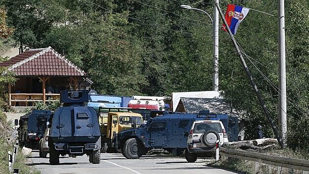 Napětí mezi Srbskem a Kosovem roste, Bělehrad poslal obrněné vozy
