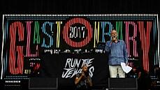 Drogy z festivalu v Glastonbury zabíjejí vzácné úhoře. Nemočte do řeky, varují vědci