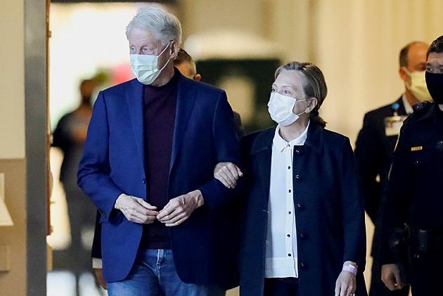Léčba zabrala, exprezidenta Clintona po pěti nocích propustili z nemocnice