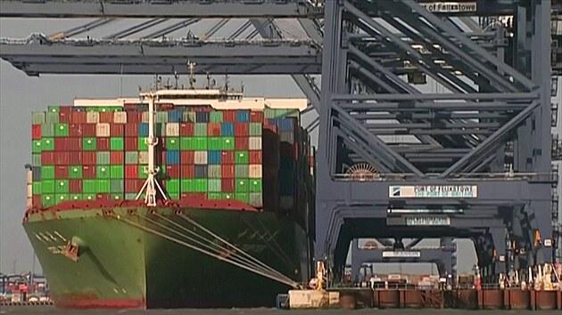 Další britský průšvih. Největší přístav se zasekl, dopravci odklánějí lodě