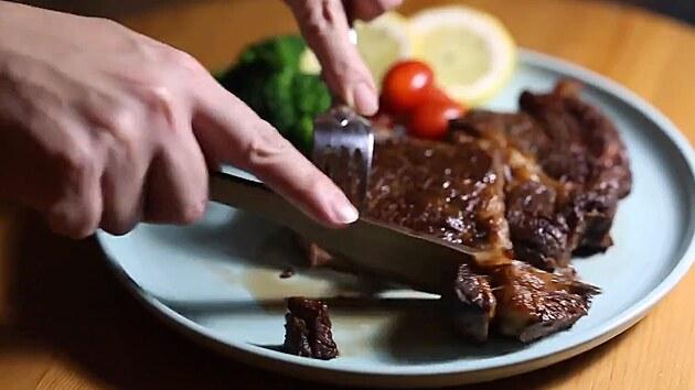Nůž ze dřeva je třikrát ostřejší než nerezová ocel