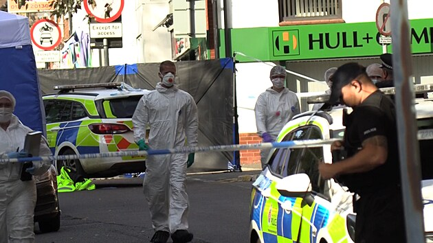 Britská policie vyšetřuje vraždu dvou teenagerů. Útoků nožem stále přibývá