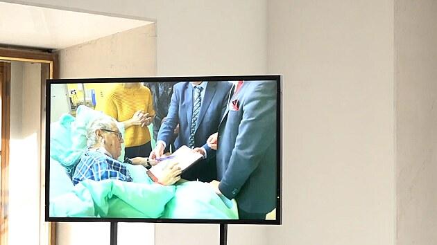 Mynář se ohradil a pustil záznam Zemanova podpisu z nemocnice