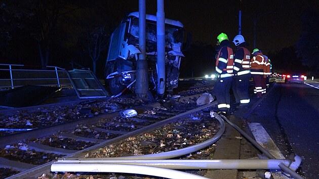 Nehoda nákladního automobilu přerušila v Praze provoz tramvají