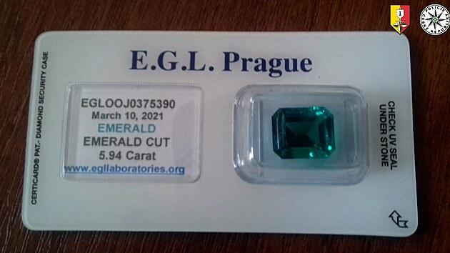 Zlatník uvěřil podvodu s falešnými smaragdy, přišel o dvě stě tisíc