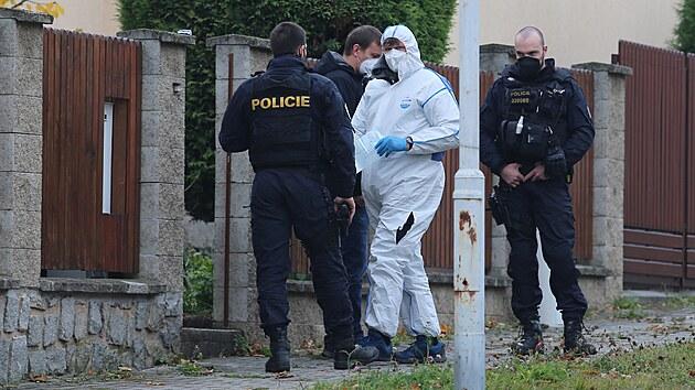 Mladý muž napadl v domě příbuzného, po zásahu policie zemřel