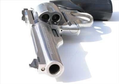 Opilý řidič hrozil policii pistolí