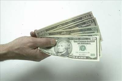 Holého pracoviště dostane miliony dolarů