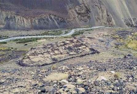 Archeologové odhalili tisícileté pijácké doupě