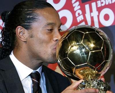 Zlatý míč patří Ronaldinhovi