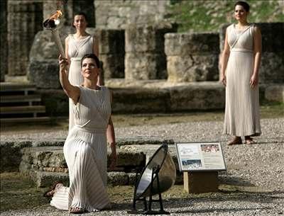 V Olympii vzplála pochodeň pro turínské hry