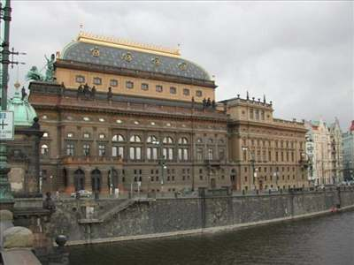 Herci Národního divadla hrozí stávkou