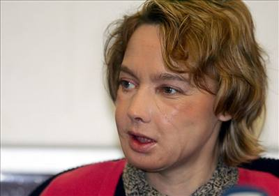 Žena s transplantovanou tváří vyšla na veřejnost