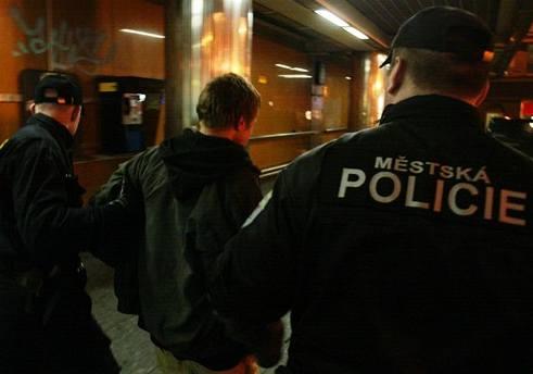 Kapsáři se vydávali za policisty a okrádali turisty