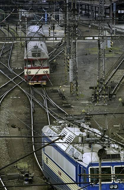 Krádeží kabelů ohrozili zloději železnici