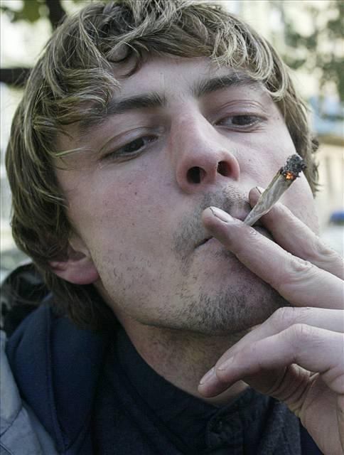 Marihuana spustí rakovinu varlat