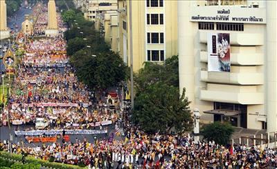 Sto tisíc lidí protestovalo proti thajské vládě
