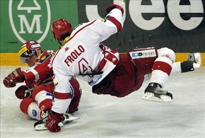 Třinecký hokejista Frolo si pět zápasů nezahraje