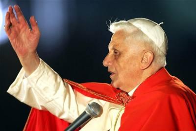 Papež umravňuje Poláky