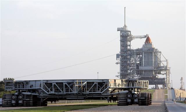 Raketoplán Atlantis konečně odstartoval
