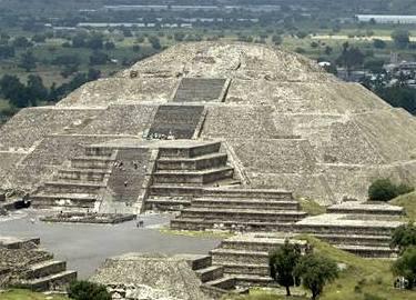 Obří monolit z aztécké éry