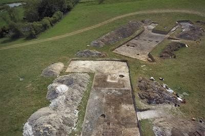 U Stonehenge objevili neolitickou vesničku