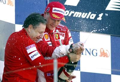 Räikkönen sebral Hamiltonovi titul