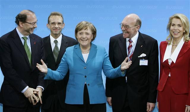 Debatujme o základnách s Ruskem, říká Merkelová