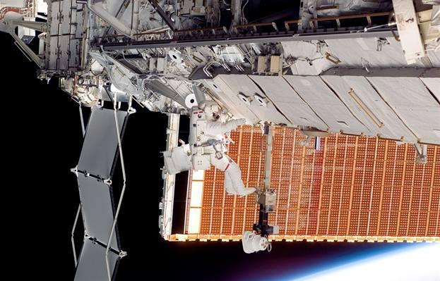 Počítače na ISS kolabují kvůli novým panelům