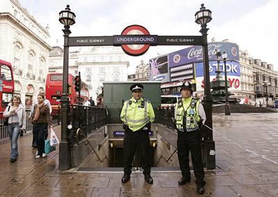Londýnu hrozil bombový útok