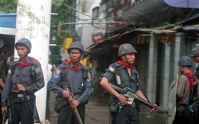 Padesát Barmánců se udusilo v kontejneru