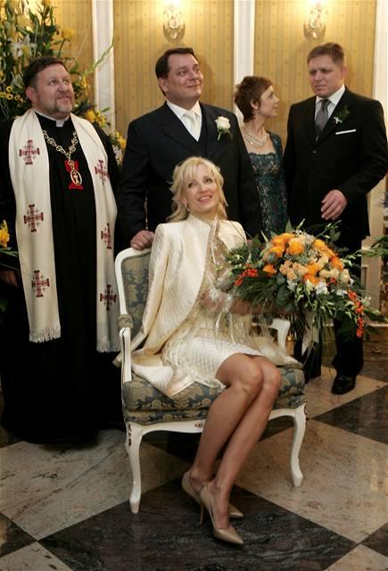 Paroubek prošetří cestu na svatbu