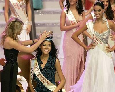 Čína slaví první Miss World