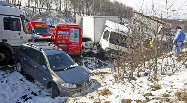 Kamiony jely před havárií příliš rychle