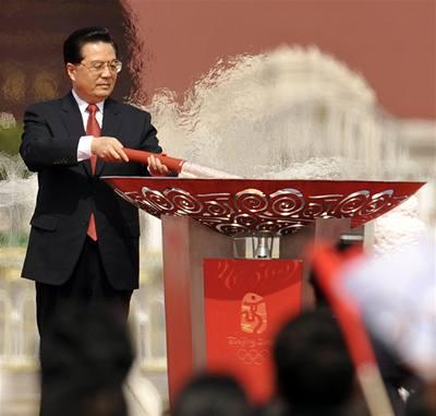 Olympijský oheň vyrazil z Pekingu do světa