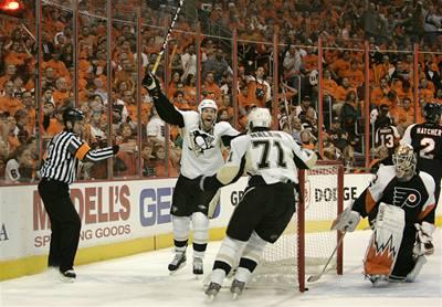 Tučňáci sahají po finále